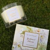 Kolekce FLEUR -květinová a okouzlující  Kolekce FLEUR je inspirována překrásnými květinovými vůněmi pro Váš interiér, které voní jako procházka rozkvetlou zahradou nebo jako kytice čerstvě řezaných květin. Svíčky jsou v průhledných dózách z pevného skla doplněné o nápis zlatým nápisem a lemováním. Balené jsou v elegantních dárkových krabičkách s květinovým motivem. Tato kolekce udělá radost všem milovníkům květin.  #svicky #svicka #candles #candle #kvetiny #kvetina #trava#flowers #green #zelena #homefragrance #interier #dekorace#domov #jaro #spring #aromanaturals #sklo #krabicka #baleni #darek #vune #parfume #vonnyvosk #esence
