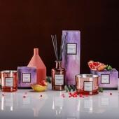 Kolekce ELECTRUM je unikátní a luxusní, svým designem s metalickými odlesky, inspirovaný vesmírem a velkým třeskem. Tento atraktivní vzhled s vysoce reflexním materiálem posune Vás interiér do jiných rozměrů. Výrobky jsou ve skle s metalickými barvami. Svíčky jsou vyrobeny z kvalitního sójového vosku smíchané s 8% podílem vonných esencí s bavlněným knotem. Difuzéry obsahují 15 % vonných esencí. Výrobky z této kolekce jsou baleny v luxusních dárkových krabičkách inspirovaných vesmírem, které potěší i ty, kteří mají náročný vkus. #sojovesvicky #difuzer #svicky #electrum #vesmir