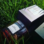 Zlaté jantarové dřevo z kolekce 🪐⚡Electrum🪐⚡uklidňující dřevitá vůně 😊🧘♀️❤️Přejeme vám krásný víkend 🌷❤️#aromanaturals #svicky #sojovesvicky #květiny #svicka #jantar #trava #jaro #kveten #les #vune #interier #dekorace #relax#darek #odpocinek #odlesky #metalicke #krabicka #homefragrance #electrum #vesmir #bigbangtheory