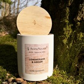 Úžasná vůně Citrónová tráva a zázvor z kolekce 🌲WOODS🌲. Za mě naprosto návyková vůně, věřím, že se do ní také zamilujete🥰😍❤️#sojovyvosk #sojovesvicky #sojovasvicka #svicky #svicka #priroda #les #mech #strom #drevo #drevenyknot #dreveny #relax #odpocinek #interier #aromanaturals #kveten #plamen #citronovatrava #zazvor